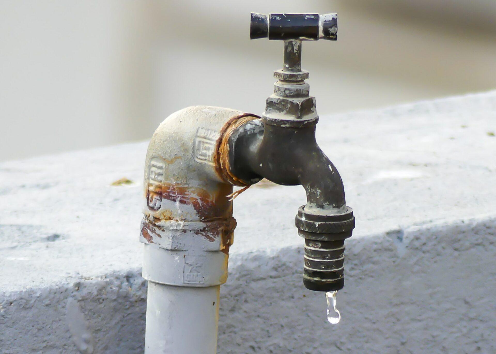 Voda jako vzácný zdroj. Deset rad pro firmy, jak s ní zacházet a šetřit peníze