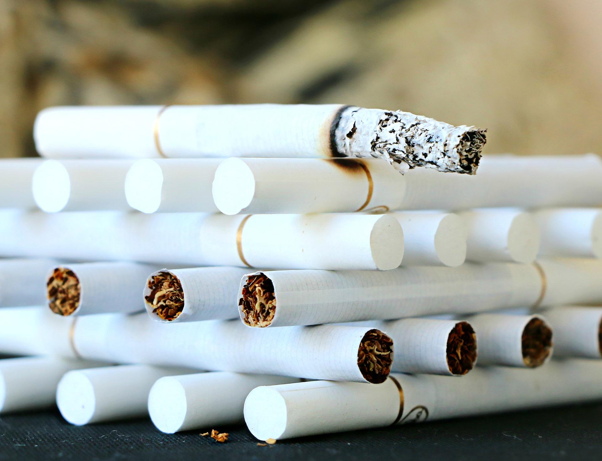Miliardy nových cigaret míří kvůli starému kolku k likvidaci