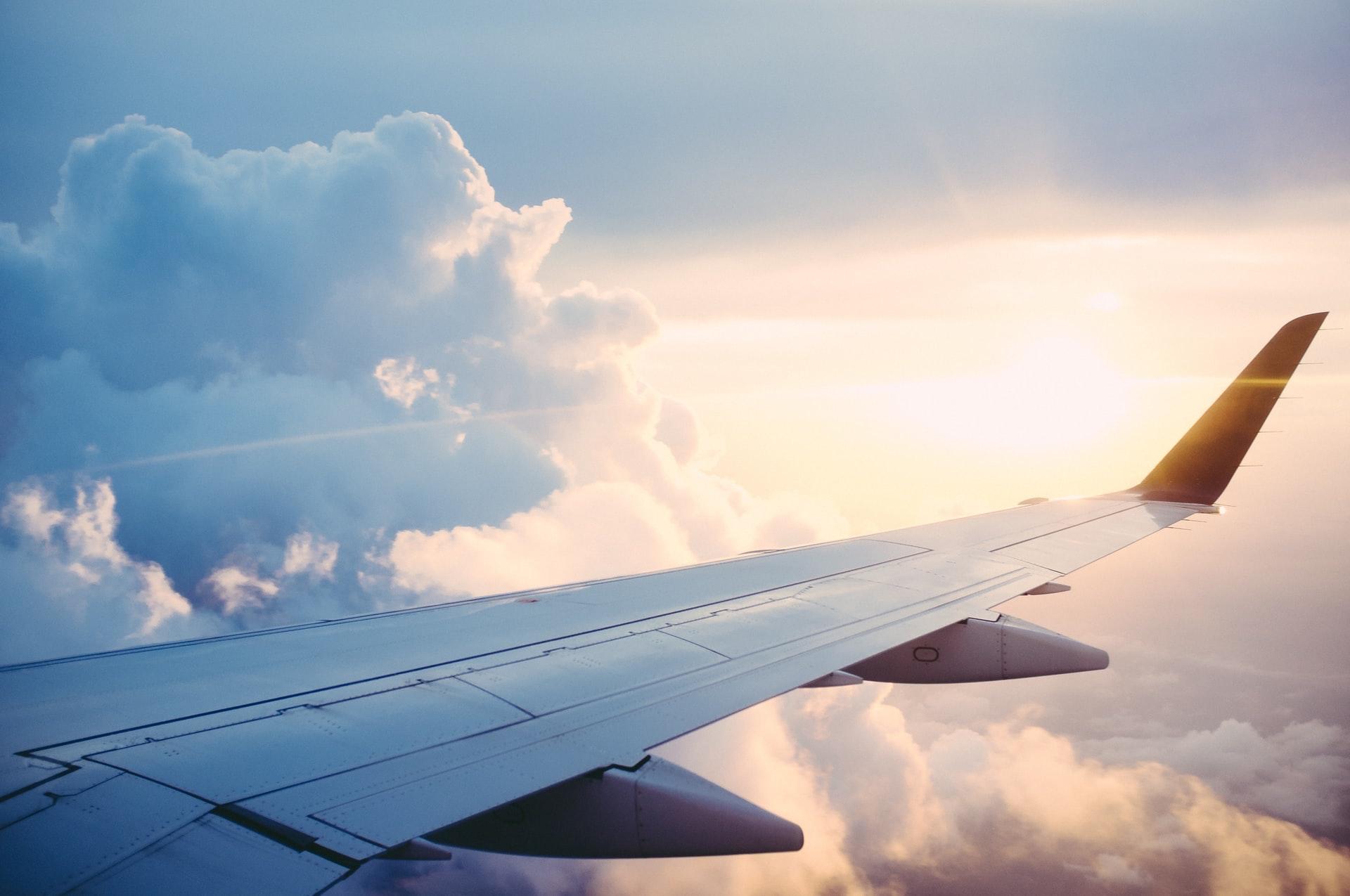 Firmy seškrtaly služební cesty letadlem i autem. Důvodem je uhlíková stopa i koronavirus