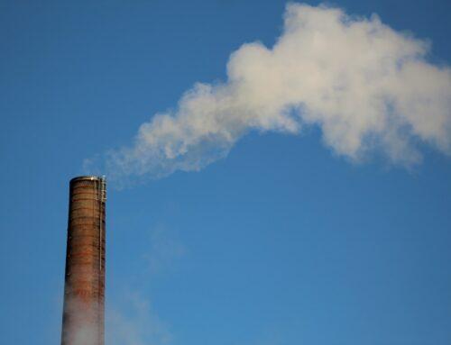 Velké firmy jako ČEZ či Škoda Auto nesledují rizika související s klimatem, uvádí studie